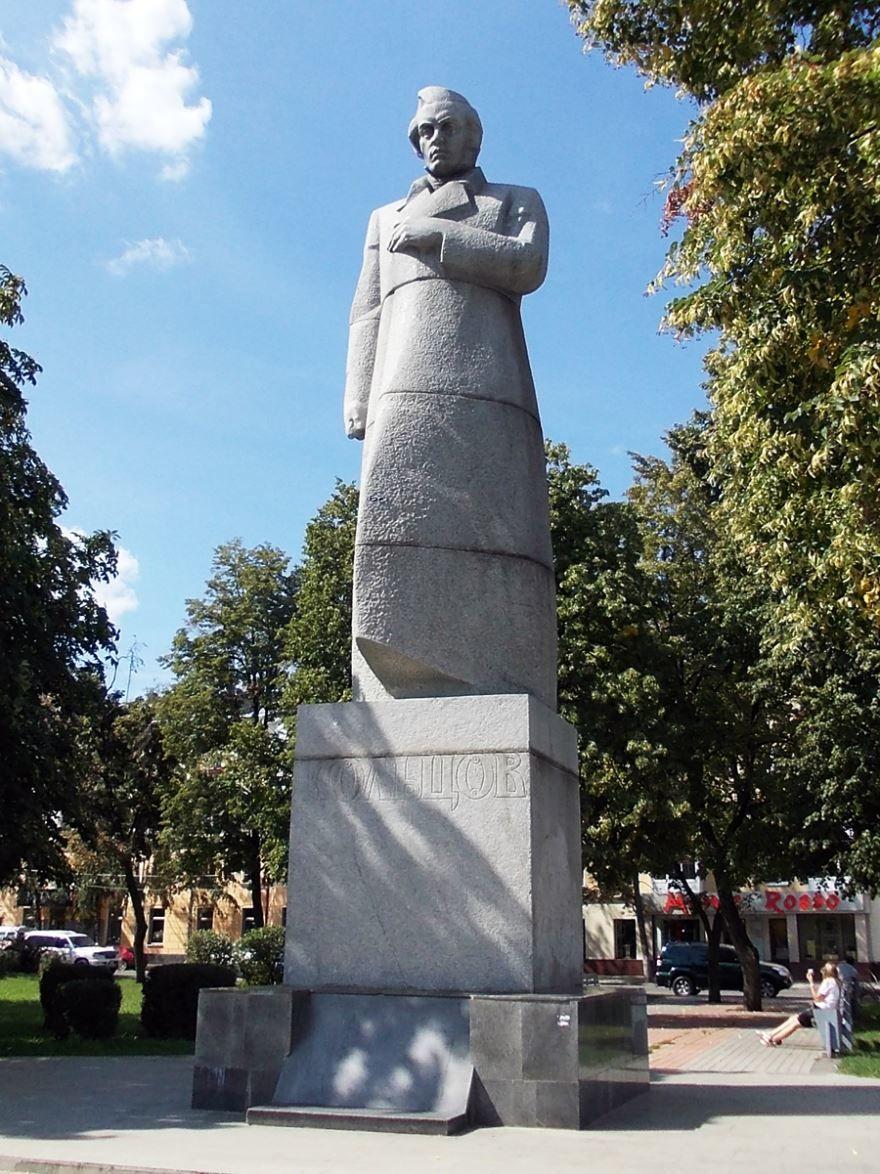 Памятник Кольцову площадь Советская город Воронеж