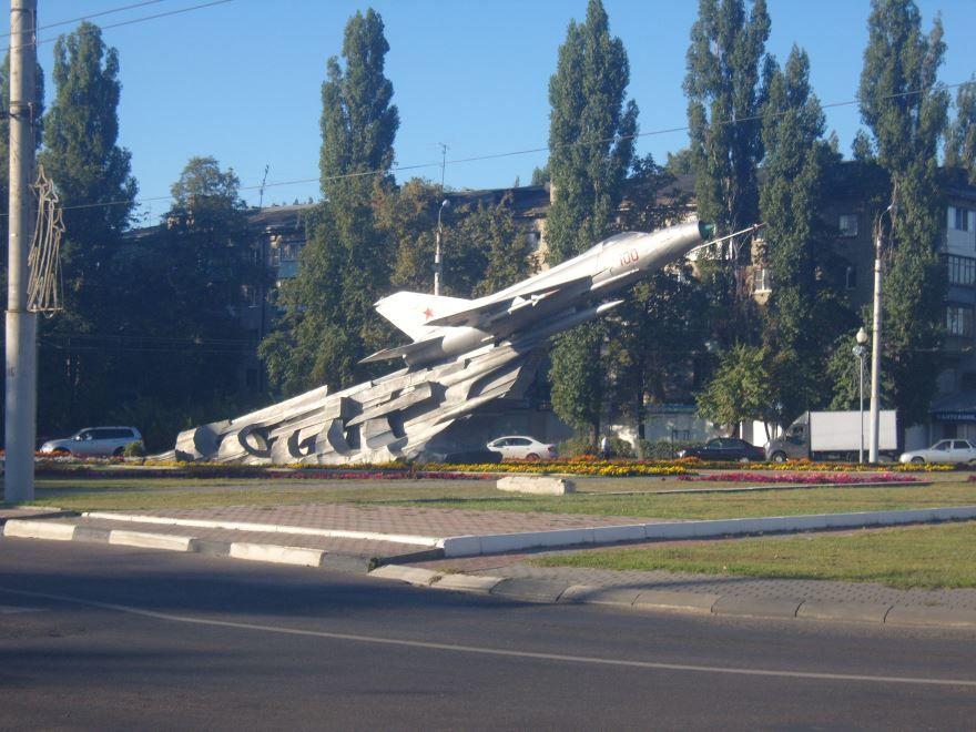 Памятник Самолет на улице Ворошилова город Воронеж