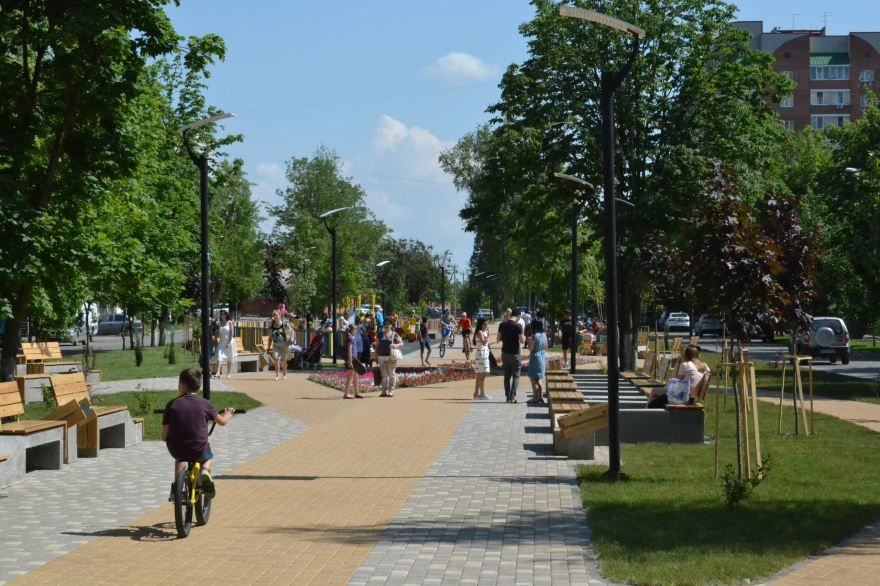 Смотреть красивое фото Новая аллея город Аксай Ростовская область