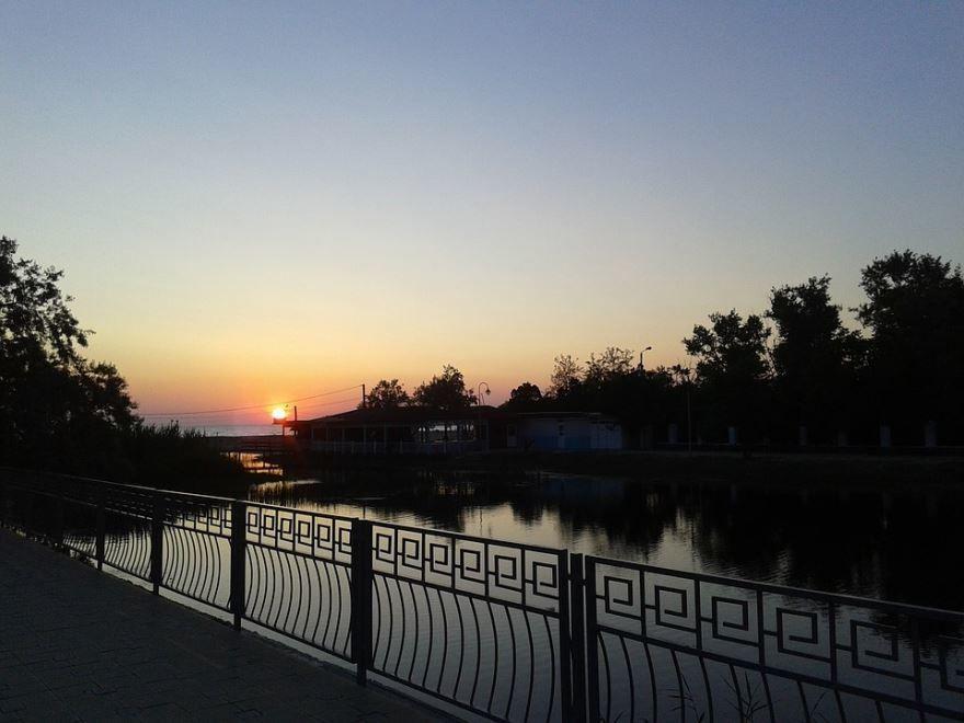 Смотреть красивое фото закат в городе Анапа