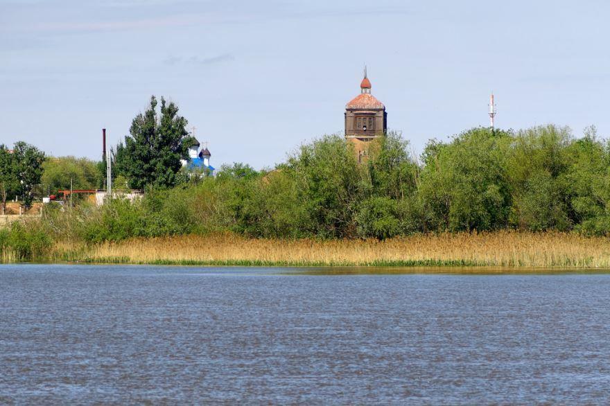 Смотреть красивое фото вид с реки Волга на город Астрахань