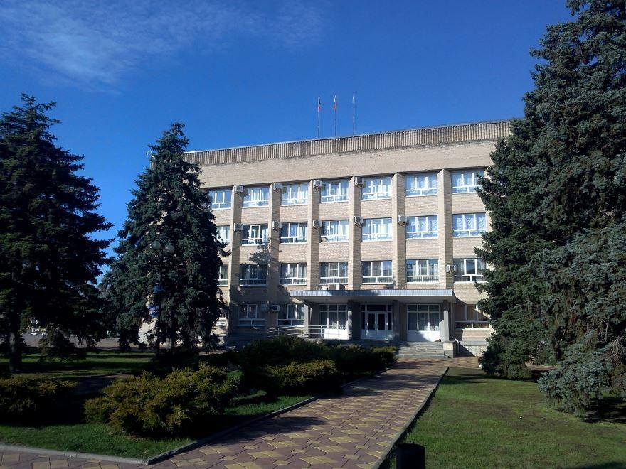 Смотреть красивое здание Администрации города Азов Ростовская область в хорошем качестве