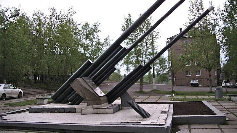 Памятник артиллеристу Михаилу Ивановичу Баркову город Братск