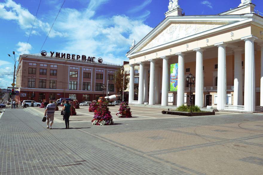 Театральная площадь город Брянск