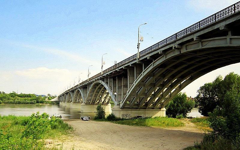 Арочный мост через реку Бию город Бийск