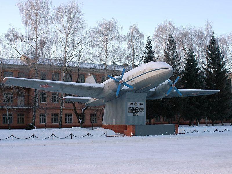 Памятник Ильюшин Ил-14 город Балашов 2019