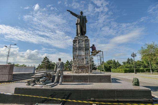 Памятник В.И. Ленину город Благовещенск