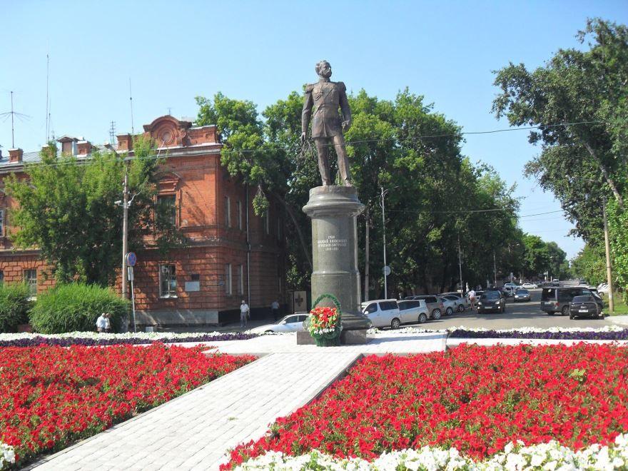 Памятник Муравьеву-Амурскому в городе Благовещенск