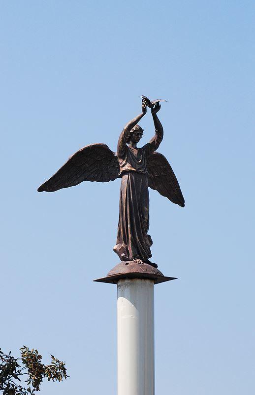 Скачать онлайн бесплатно лучшее фото города Беслан Памятник Ангел мира