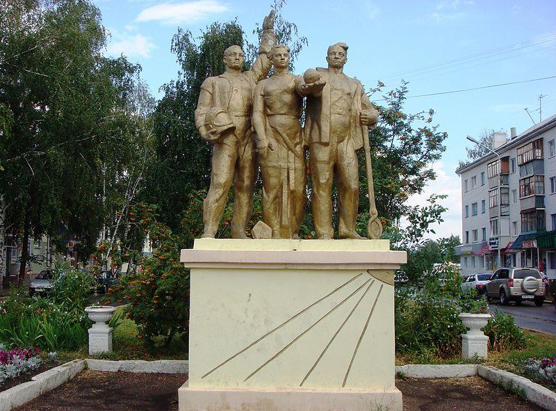 Скульптурная группа Найка и жизнь город Ишимбай