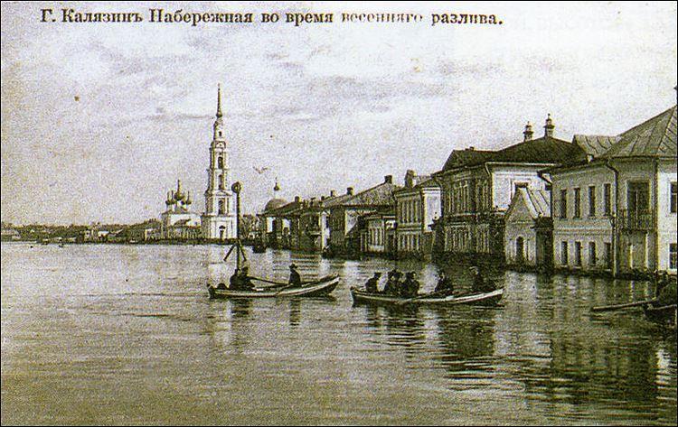 Смотреть старинное фото набережная во время весеннего разлива город Калязин