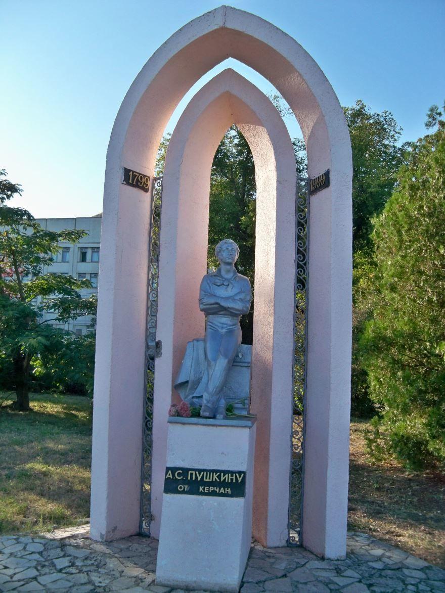 Памятник А.С. Пушкину город Керчь 2018