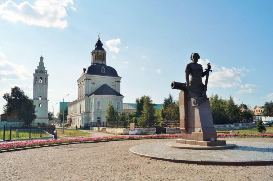 Скачать онлайн бесплатно лучшее фото Памятника Демидову в городе Кимовск Тульской области в хорошем качестве
