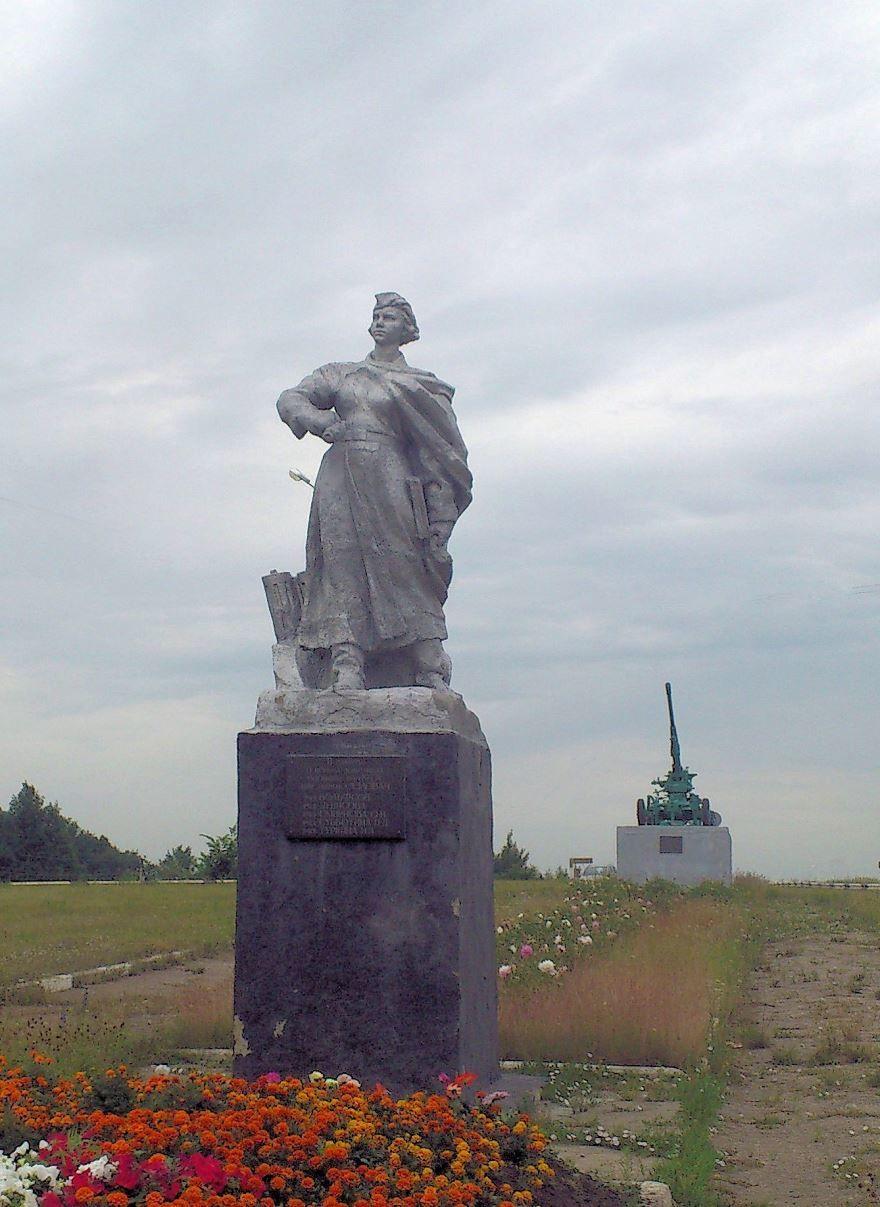 Памятник зенитчицам-защитникам Узловой город Кимовск