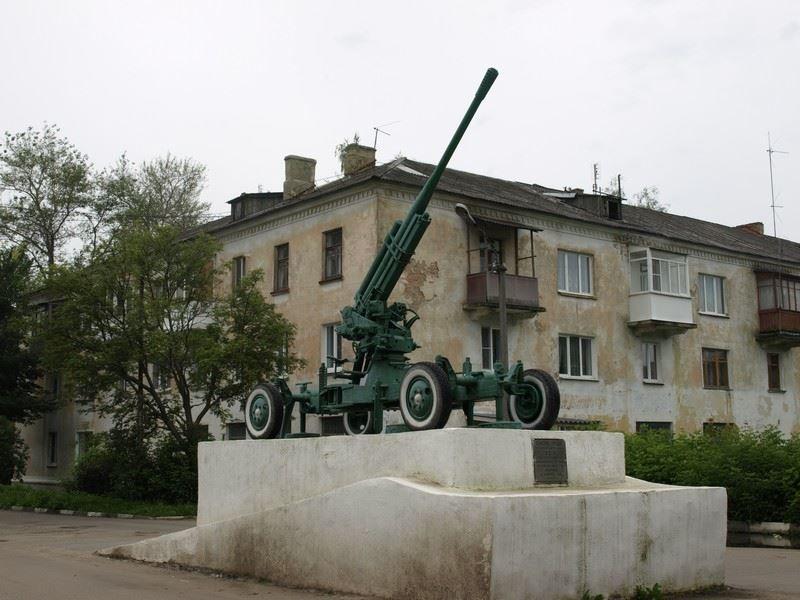 Памятник зенитное орудие город Кимовск