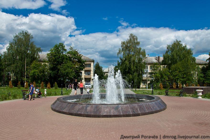 Смотреть красивое фото фонтан на площади в городе Кашира