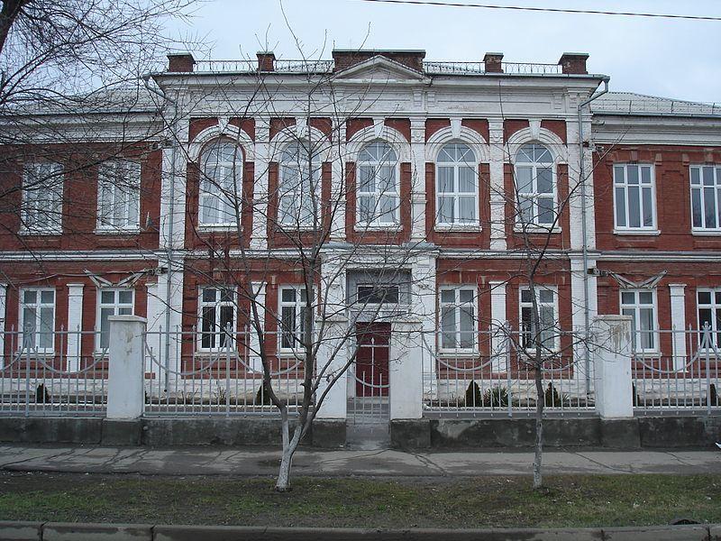 Смотреть красивое фото здание гимназии в городе Каменск шахтинский в хорошем качестве