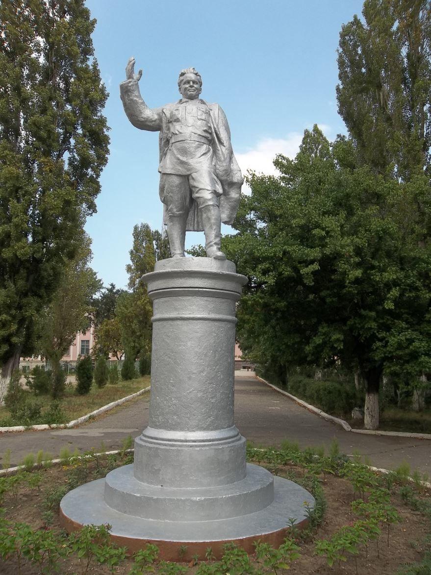 Памятник С.М. Кирову город Каспийск