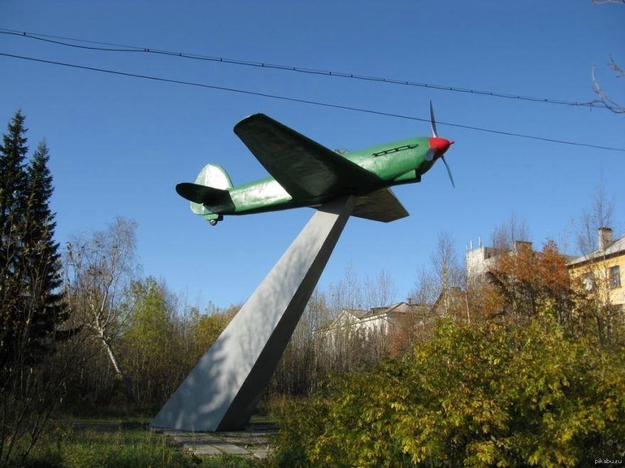 Смотреть красивое фото памятник летчикам город Ковдор