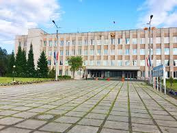 Смотреть красивое фото здание администрации города Кандалакша в хорошем качестве