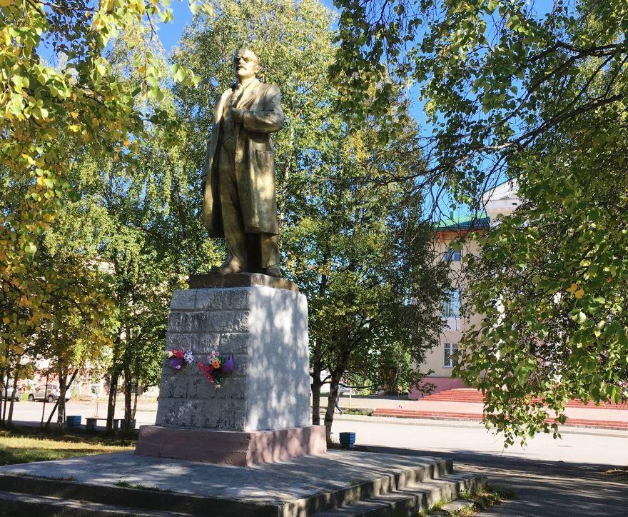 Памятник Ленину город Кандалакша