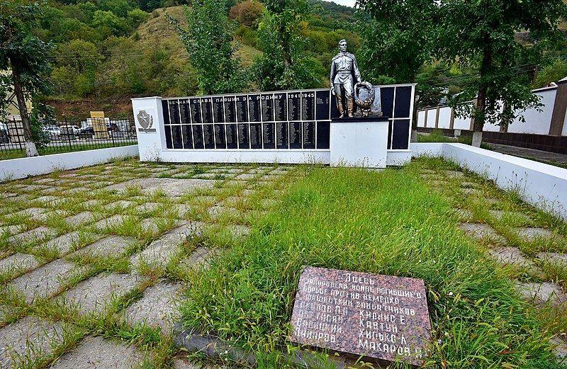 Братская могила советских воинов город Карачаевск