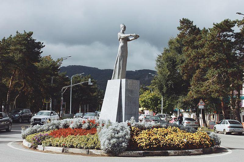 Смотреть лучшее фото города Карачаевска монумент