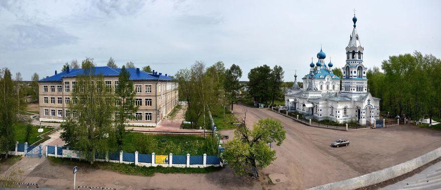 Покровская церковь и школа в городе Кирс