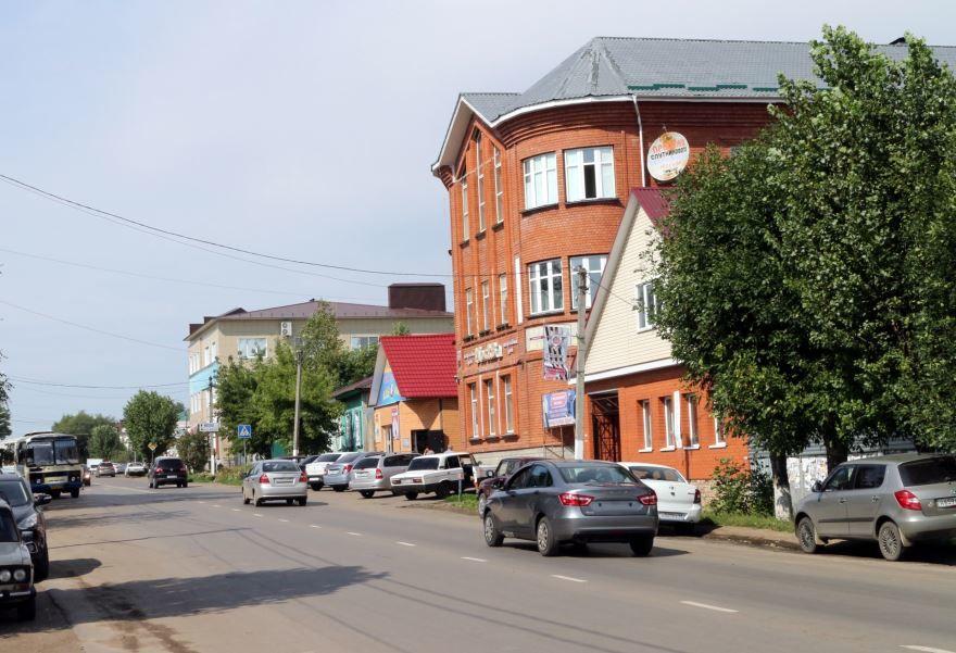 Скачать онлайн бесплатно лучшее фото одной из главных улиц города Кирсанов в хорошем качестве