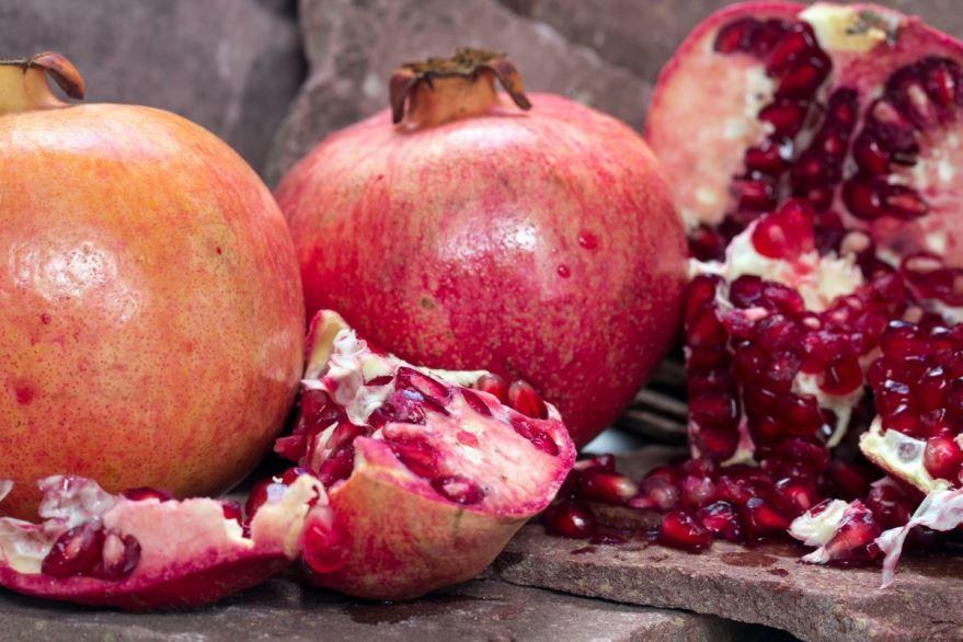 Фотографии фрукта граната, который обладает приятным и кислым вкусом