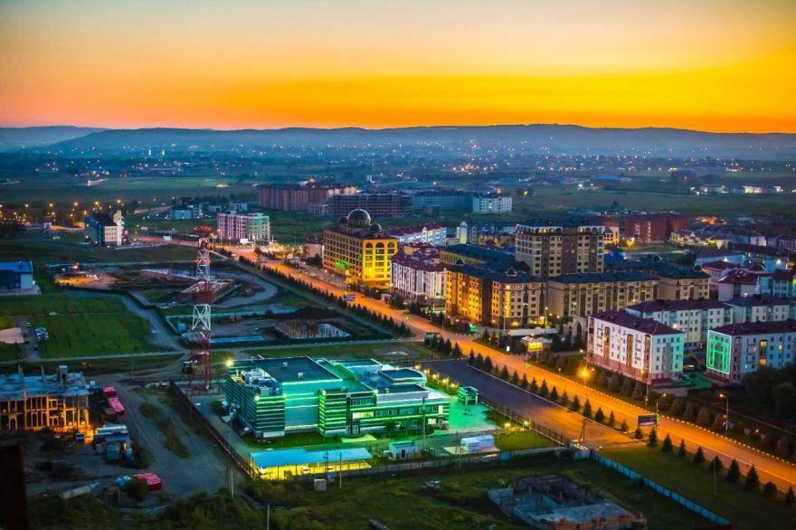 Смотреть красивое фото ночного города Магас 2019