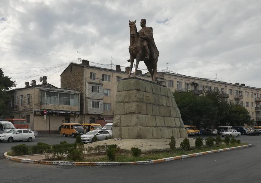 Памятник М.А. Дахадаев город Махачкала