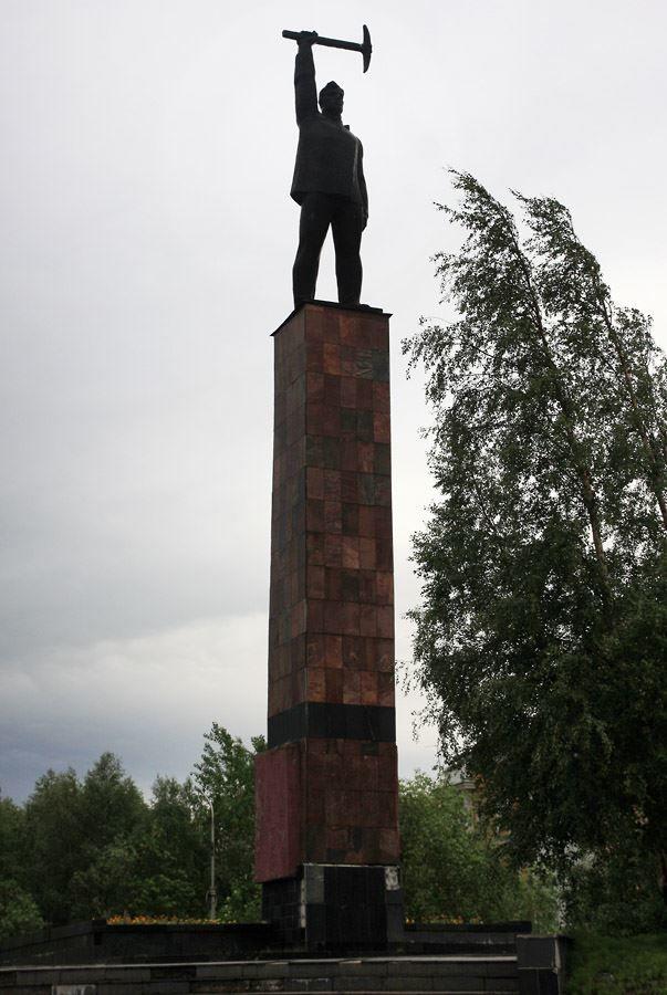 Памятник покорителям Монче-тундры город Мончегорск