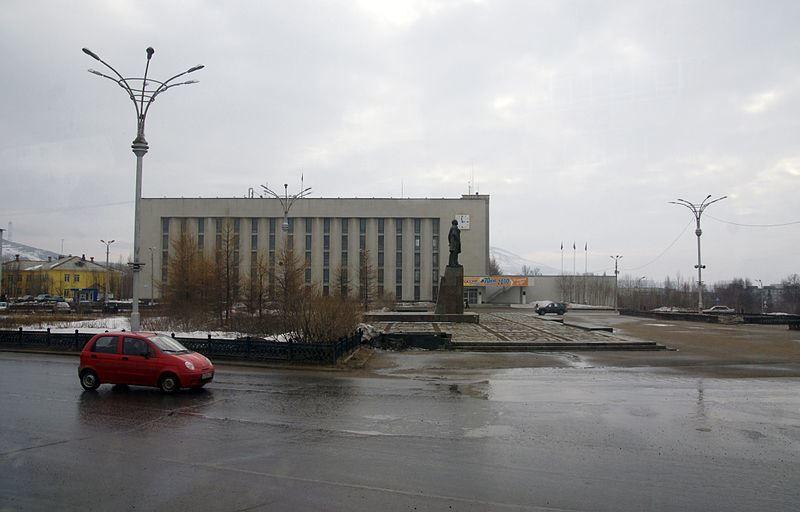 Смотреть красивое фото Площадь Революции город Мончегорск 2018