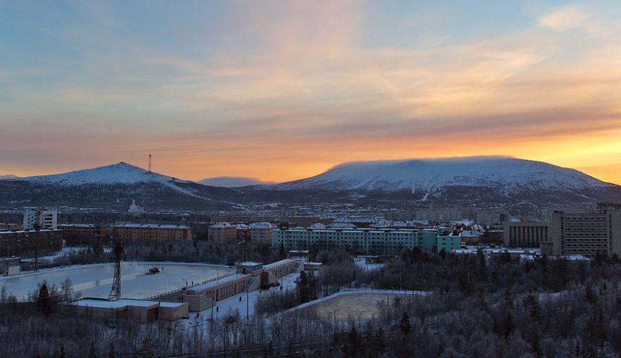 Смотреть красивое фото вид на город Мончегорск в хорошем качестве