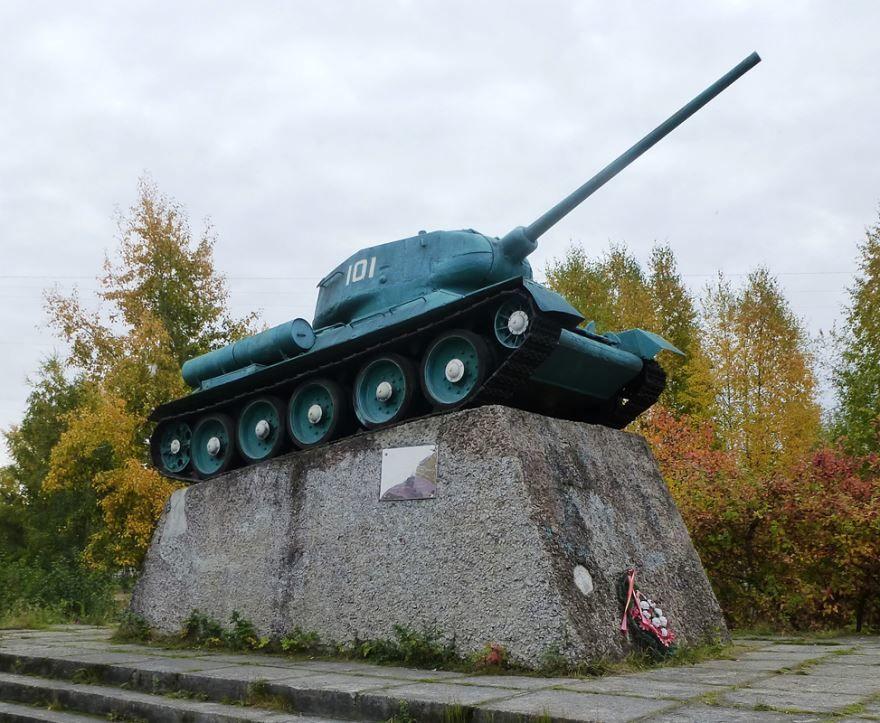 Памятник танк Т-34 город Медвежьегорск