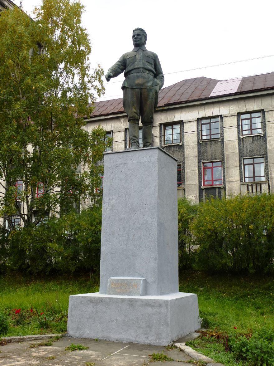Памятник Кирову город Медвежьегорск