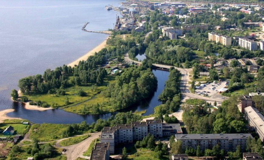 Скачать онлайн бесплатно красивое фото вид сверху город Медвежьегорск