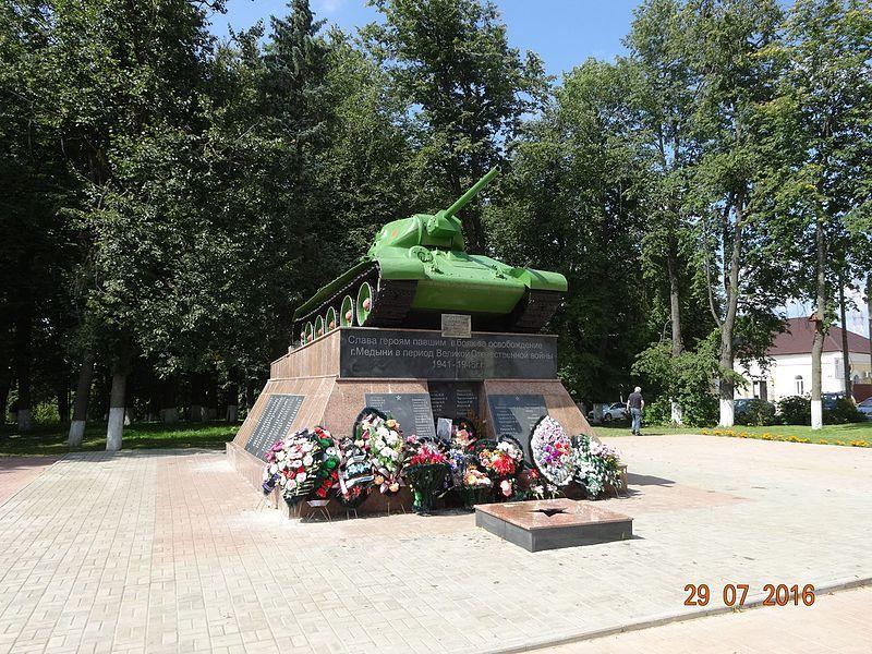Памятник Т-34 поднят из речки Шаня в 50-х годах и установлен в городе Медыни