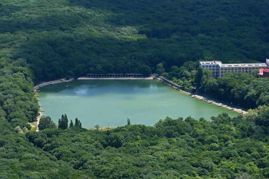 Смотреть красивое фото Декоративное озеро город Минеральные Воды