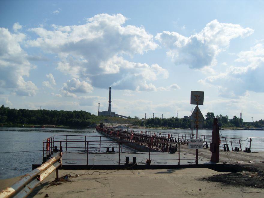 Понтонный мост через реку Вычегду город Котлас