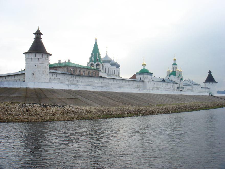 Смотреть лучшее фото вид на Макарьевский монастырь с Волги город Лысково