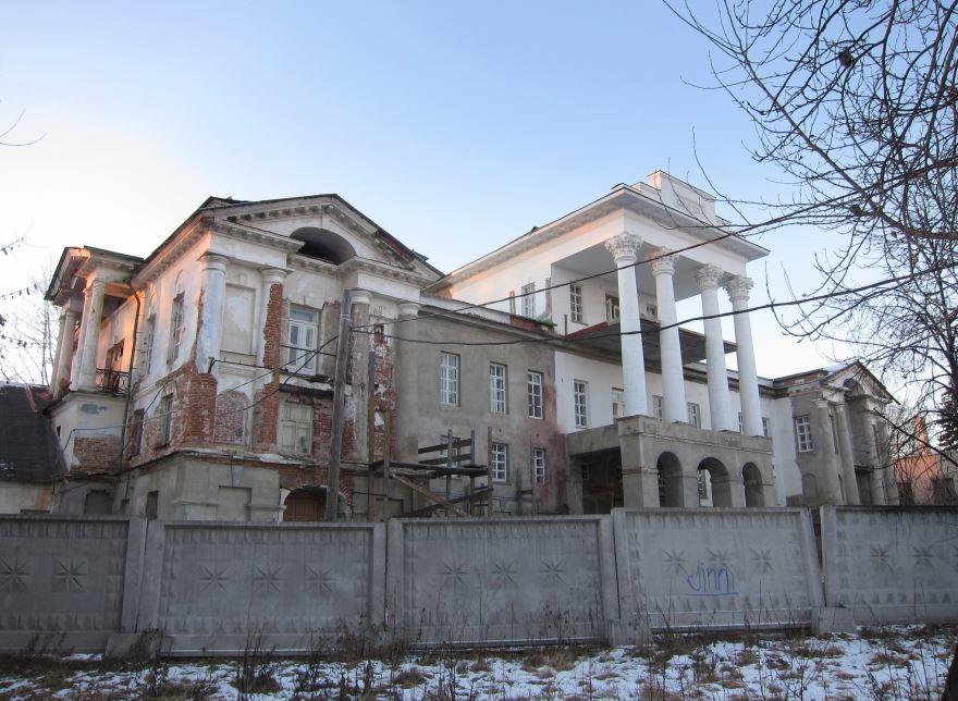 Смотреть красивое фото дом с красивой архитектурой город Кыштым