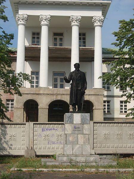 Памятник М.И. Калинину площадь Карла Маркса город Кыштым