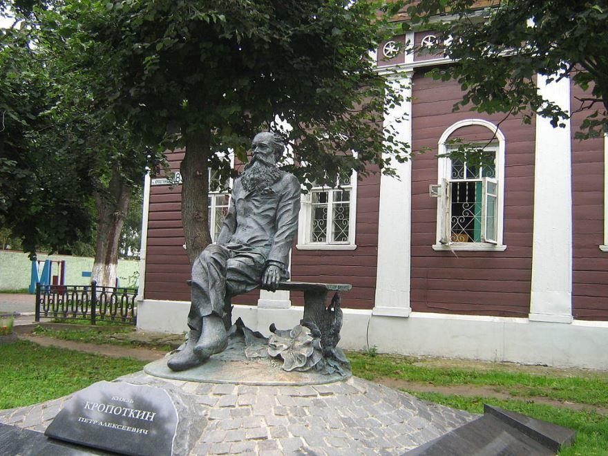 Памятник Кропоткину П.А. город Кропоткин