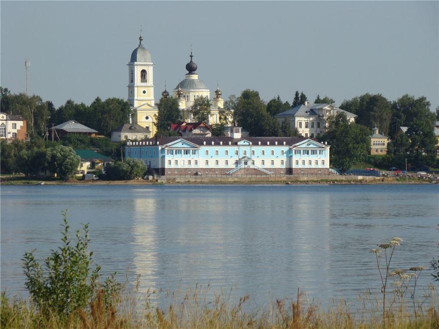 Смотреть красивое фото вид с реки город Мышкин