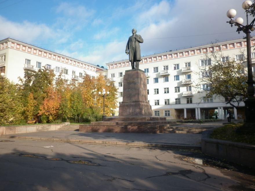 Памятник В.И. Ленину город Мурманск