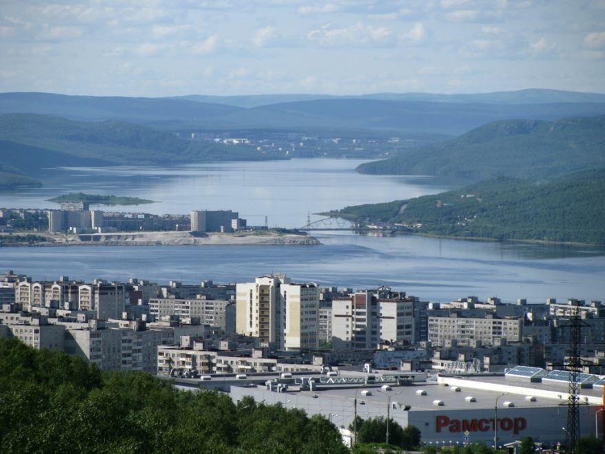 Скачать онлайн бесплатно красивое фото вид сверху город Мурманск в хорошем качестве