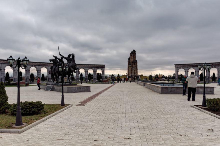 Скачать онлайн бесплатно лучшее фото достопримечательности города Назрань в хорошем качестве