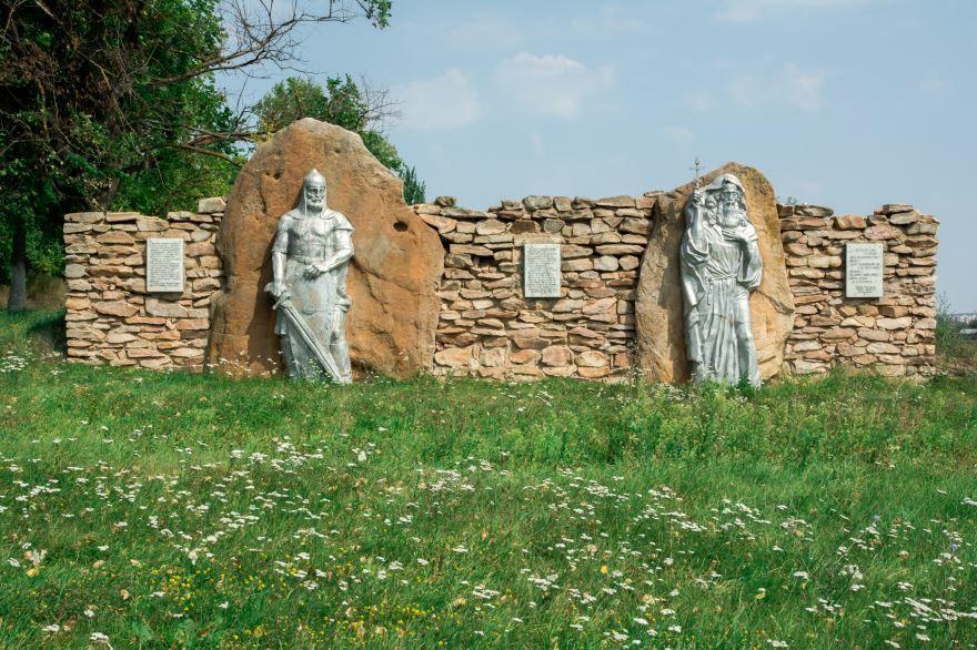 Смотреть красивое фото Памятник на въезде в город Мценск в хорошем качестве